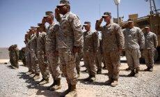Transpersonas nevar dienēt ASV armijā, tvīto Tramps