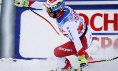 Šveices kalnu slēpotājs Foics uzvar emocionālās nobrauciena sacensībās Leikluisā