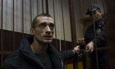 Krievu performanču mākslinieks Pavļenskis aizbēdzis uz Franciju