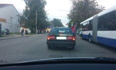 Foto: Daugavgrīvā atkal plīvo 'Doņeckas Tautas Republikas' karogs
