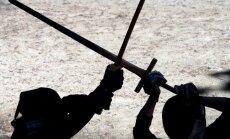 Igauņi Baltkrievijas pilsoņa vadītā auto no Krievijas atrod vikingu zobenu