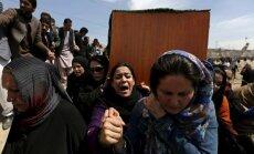 Afgānietes lauž bēru paražas un nes nepamatoti nolinčotās sievietes zārku