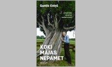 Iznākusi pazīstamā dabas pētnieka Gunta Eniņa grāmata 'Koki mājas nepamet'