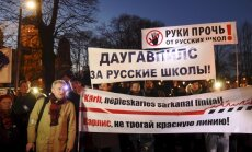 Foto: Ap 1000 protestētāju pie Ministru kabineta pieprasa krievu skolu autonomiju