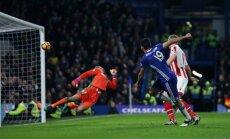 'Chelsea' futbolisti izcīna 13.uzvaru pēc kārtas un tuvojas 'Arsenal' premjerlīgas rekordam