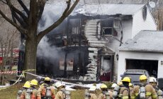 ASV lidmašīna ietriecas dzīvojamā mājā; seši bojā gājušie