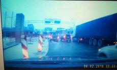 Video: Kam priekšroka, braucot pa Maskavas ielu pie Dienvidu tilta?