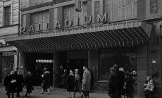 Neparasts atradums: leģendārā kinoteātra 'Palladium' aizkulises fotogrāfijās