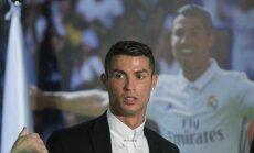 Ronaldu trešo reizi iegūst Eiropas labākā futbolista balvu