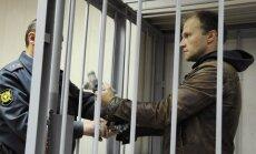 Krievijas mediji protestē pret 'Greenpeace' akcijas fotogrāfa apcietināšanu