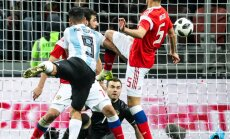 ВИДЕО: Футболисты сборной России не уследили за Агуэро