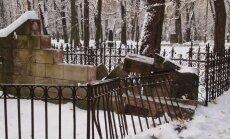 'Lielo kapu draugi' vēršas VKPAI saistībā ar kapos apskādētajiem pieminekļiem