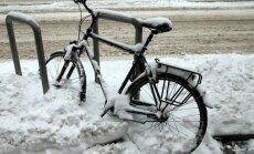 Зима пришла: движение транспорта в Риге парализовано