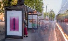Foto: Rīgas sabiedriskā transporta pieturvietās skatāmas mākslas fotogrāfijas