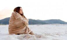 Gribas meklēt siltu jaku pat vasaras karstumā. Kāpēc dažiem vienmēr salst?