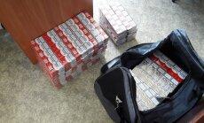 Pašvaldības policisti pieķer sievieti ar 123 nelegālu cigarešu blokiem