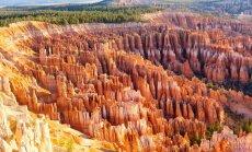 Foto: Braisa kanjona 'smilšu stabu armija' rotājas saules krāsās