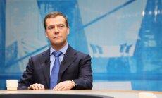 Medvedevs uzdod prokuratūrai izvērtēt spriedumus pret 32 cilvēkiem, tostarp Hodorkovski un Ļebedevu
