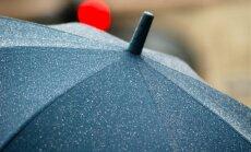 ВИДЕО: Пенсионер избил зонтиком вооруженных грабителей ювелирного магазина