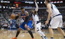 'Knicks' spēles galotnē zaudē 'Mavericks'; Porziņģis maču izlaiž