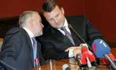 Šķēle un Šlesers 'legalizē' biznesu Rīgas ostā