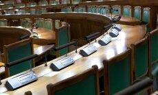Daudzi Saeimas deputāti neattaisnoti kavē komisiju sēdes