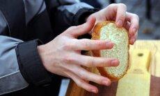 Lasītājs Gaiļezera slimnīcā iegādājas 'nelikumīgas maizītes'; nereģistrētais uzņēmējs labojas