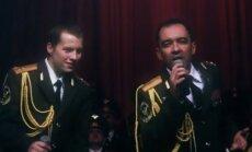 Krievu policisti izpilda 'Daft Punk' hitu