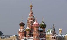 Kremlis šobrīd nekomentē, vai Putins piedalīsies Ņemcova bērēs