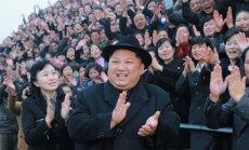 Tramps pārmet Krievijai Ziemeļkorejai noteikto sankciju graušanu