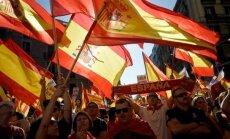В Барселоне десятки тысяч человек митингуют против отделения Каталонии