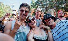 Foto: 'Positivus' vētrainie sestdienas koncerti un līksmā publika