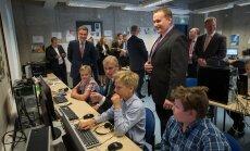 Igaunijas premjers un britu princis Endrjū apmeklē programmēšanas klasi Tallinā