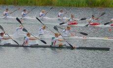 Kanoe airēšana un smaiļošana