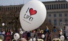 Латвийцев призвали подписаться в защиту нерожденных детей