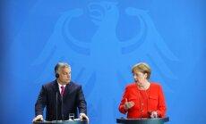 Angela Merkele nenosaka Ungārijas migrantu politiku, pauž Orbāns