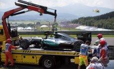 'Ferrari' pilotiem ātrākie apļa laiki Austrijas 'Grand Prix'; Rosbergs avarē