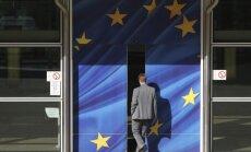 Eirozonai jāiemācās taupīt un jāstiprina banku sistēma, secina eksperti