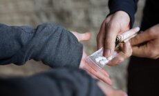 Albānijā 13 cilvēkus aiztur par narkotiku kontrabandu uz ES