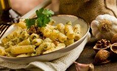 Makaroni ar valriekstu un grilētas paprikas pesto