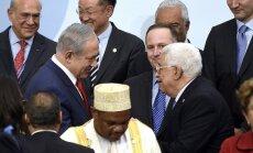 Izraēlas un Palestīnas līderi Parīzē sarokojas pirmo reizi piecu gadu laikā