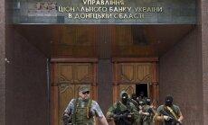 Separātisti bankā Doņeckā savākuši naudu, ieročus un inkasācijas automašīnas