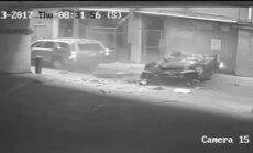 Video: Teksasā 'no debesīm' krītoša automašīna gandrīz saplacina džipu
