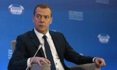 Baltais nams: Krievijas priekšlikums sūtīt uz Vašingtonu delegāciju Medvedeva vadībā ir izmisuma pazīme