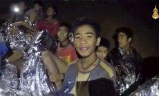 Video: Taizemes alā iesprostotie zēni ir veseli; glābēji gatavojas atbrīvošanai