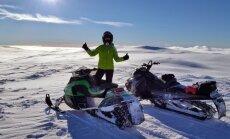 Latvieši organizē safari braucienus ar sniega motocikliem Skandināvijas ziemeļos