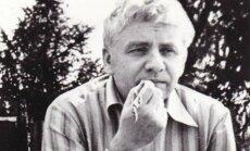 Arhīva foto: Izcilajam dramaturgam Gunāram Priedem – 90