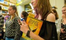 Literatūras kritiķi vīlušies jaunās Harija Potera izrādes scenārijā