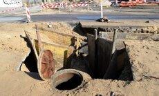 Daugavas stadiona kanalizācijas izbūves laikā iet bojā strādnieks