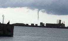 Foto: Aculiecinieki fiksējuši ūdensstabus virs siltās jūras